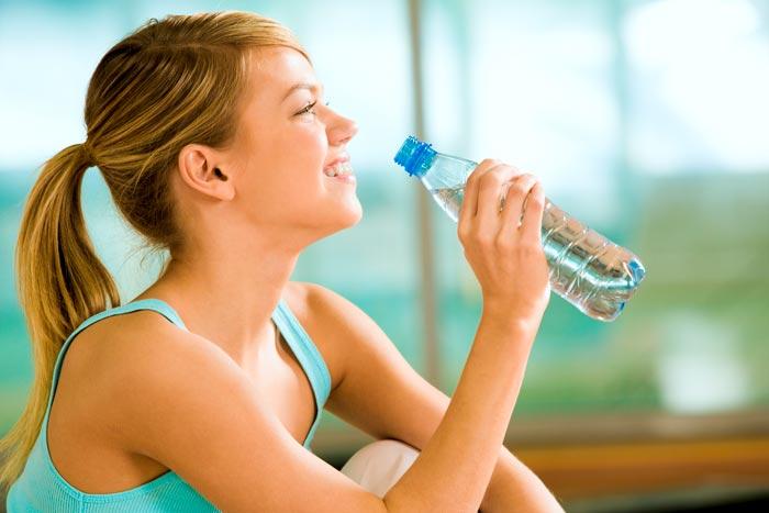 Cómo, cuánto y por qué debes beber agua