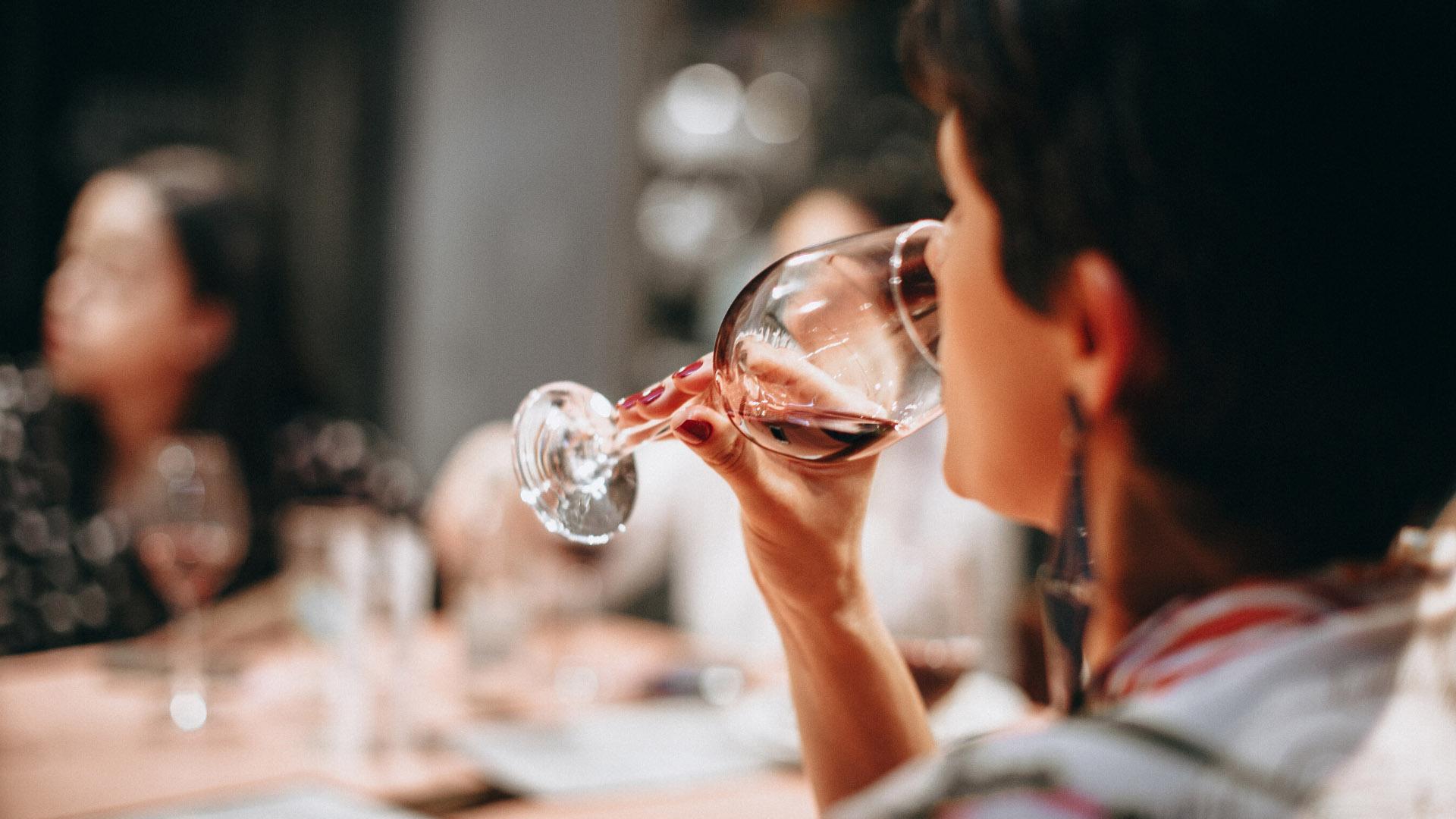 ¿Cuánto tiempo permanece el alcohol en el cuerpo?