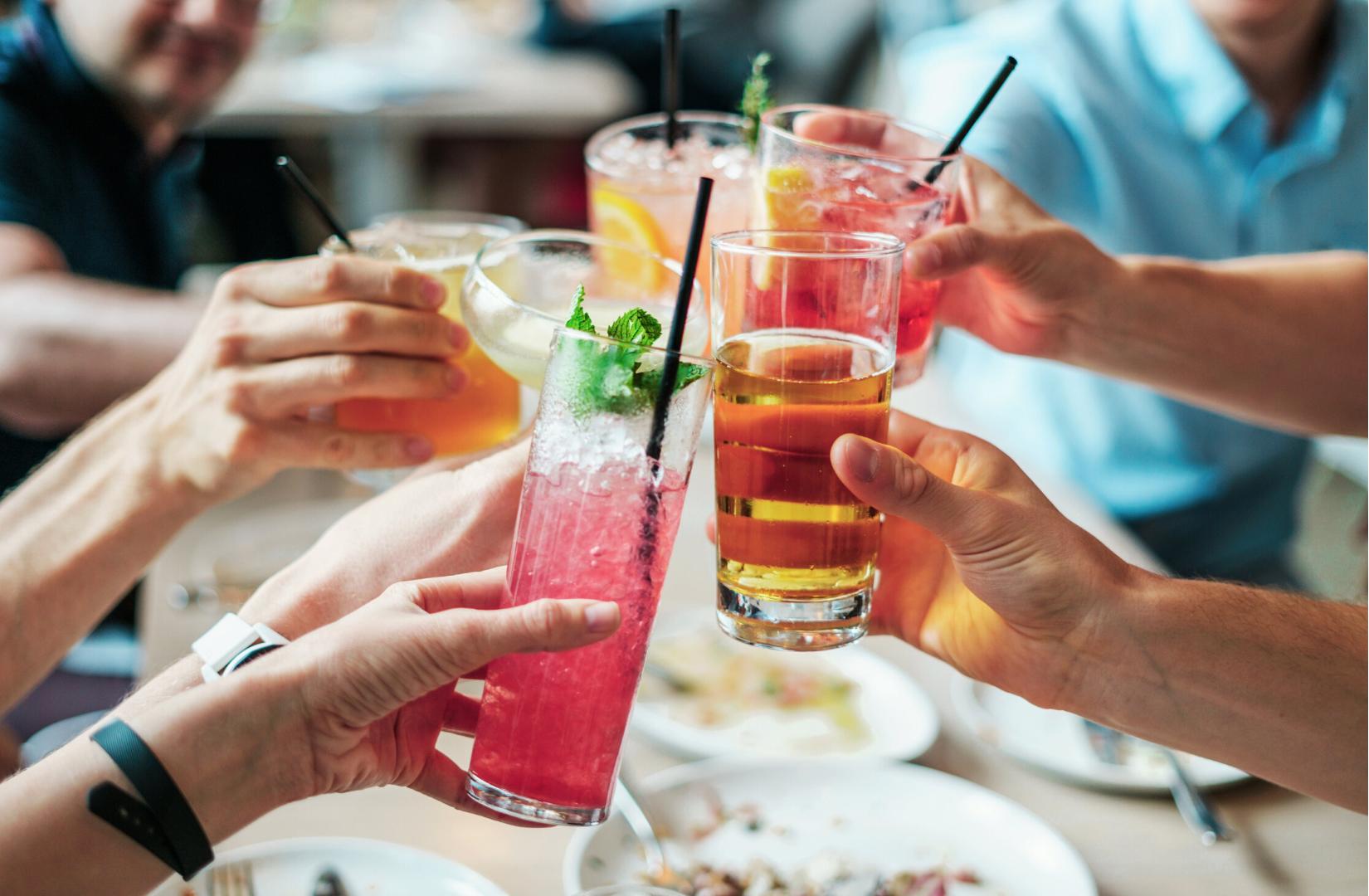 Mitos y verdades sobre mezclar antibióticos y alcohol