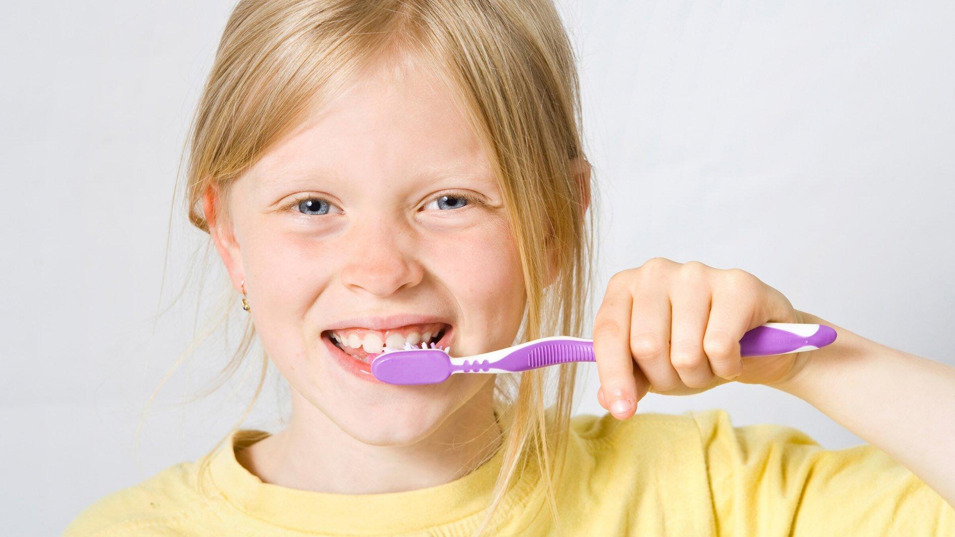 ¿Es recomendable el uso de cepillos de dientes eléctricos en la limpieza bucodental infantil?