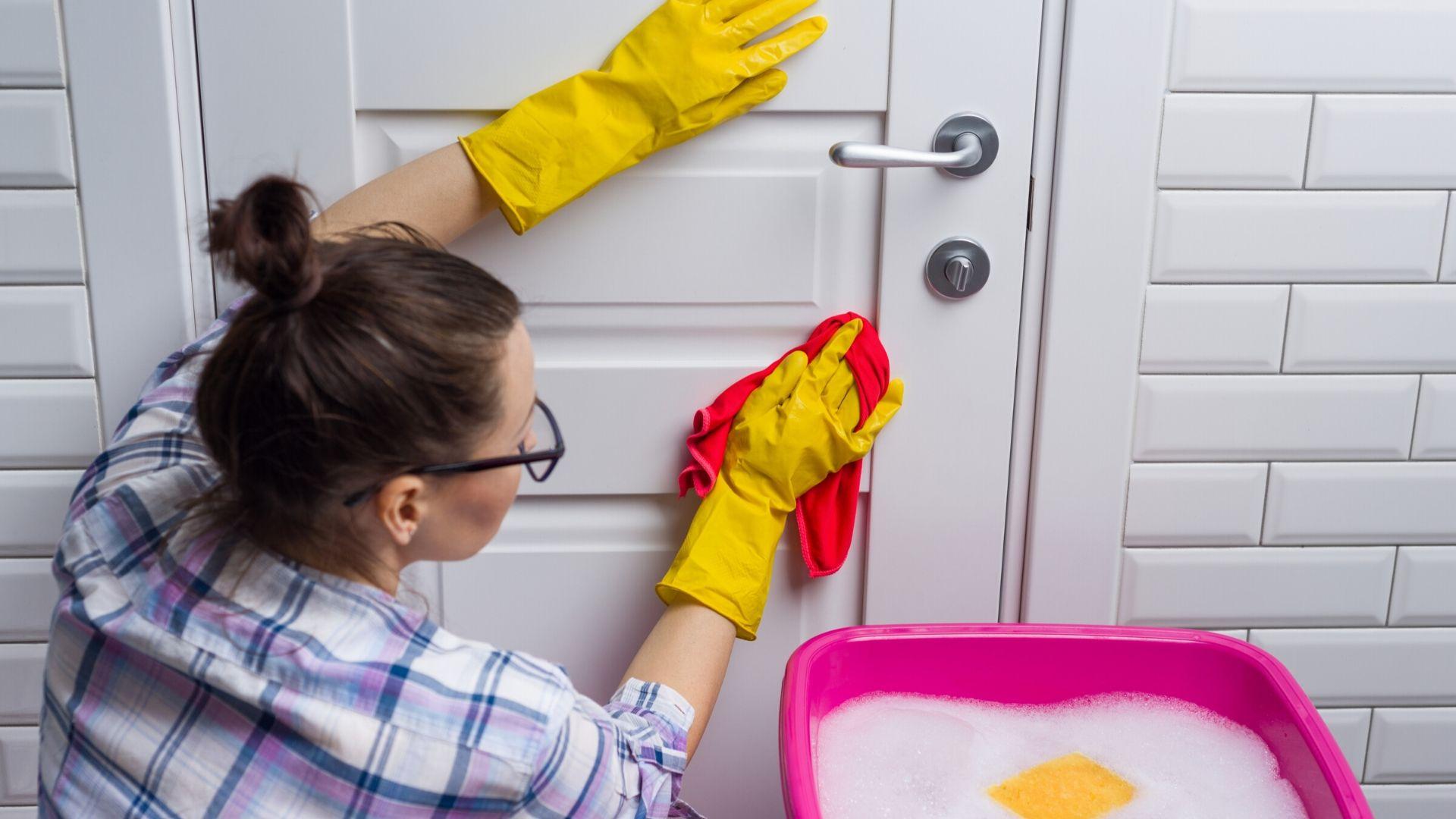 Cómo reducir el riesgo de contagio de coronavirus en el hogar : medidas de prevención e higiene