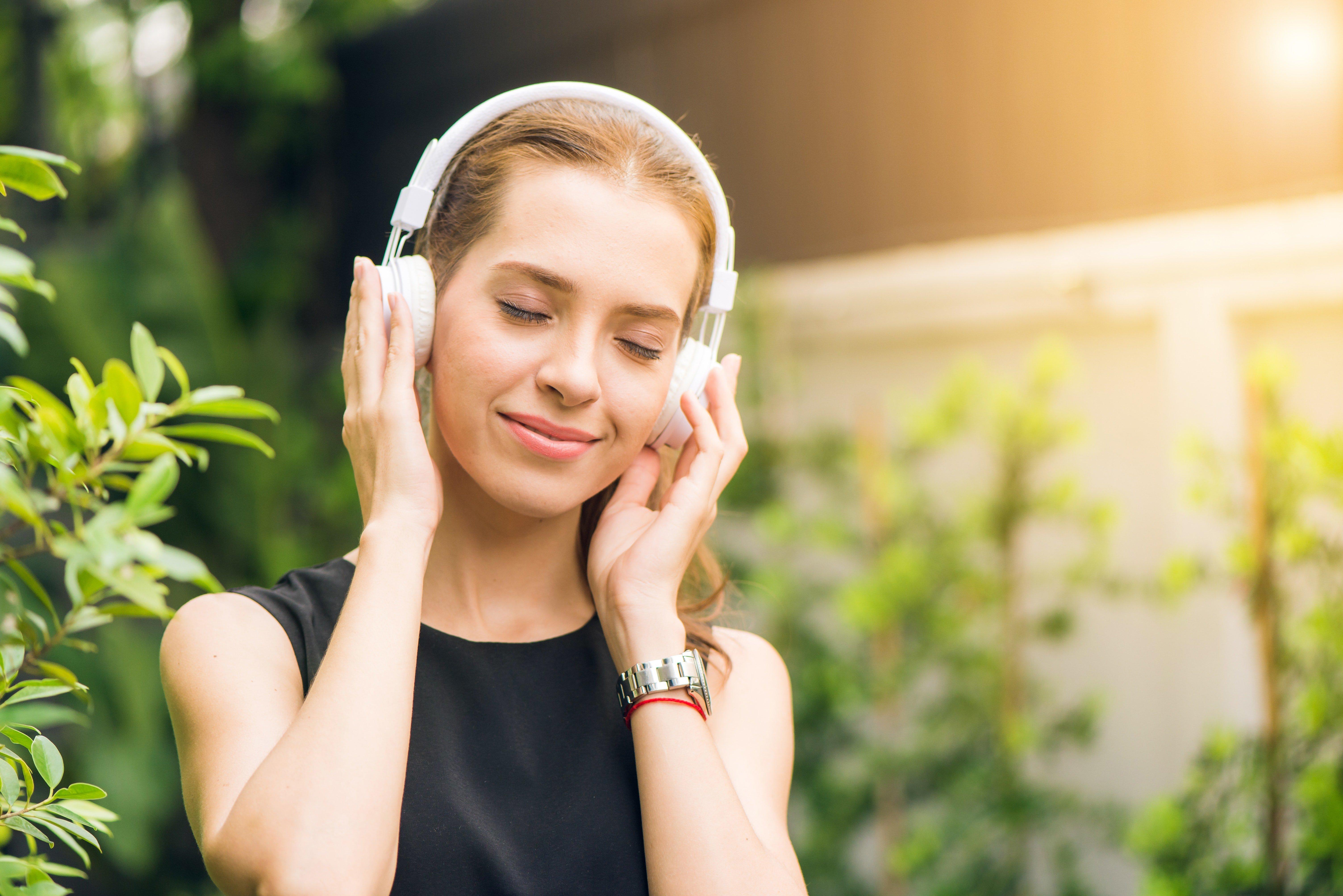 Escuchar música relajante mejora la salud