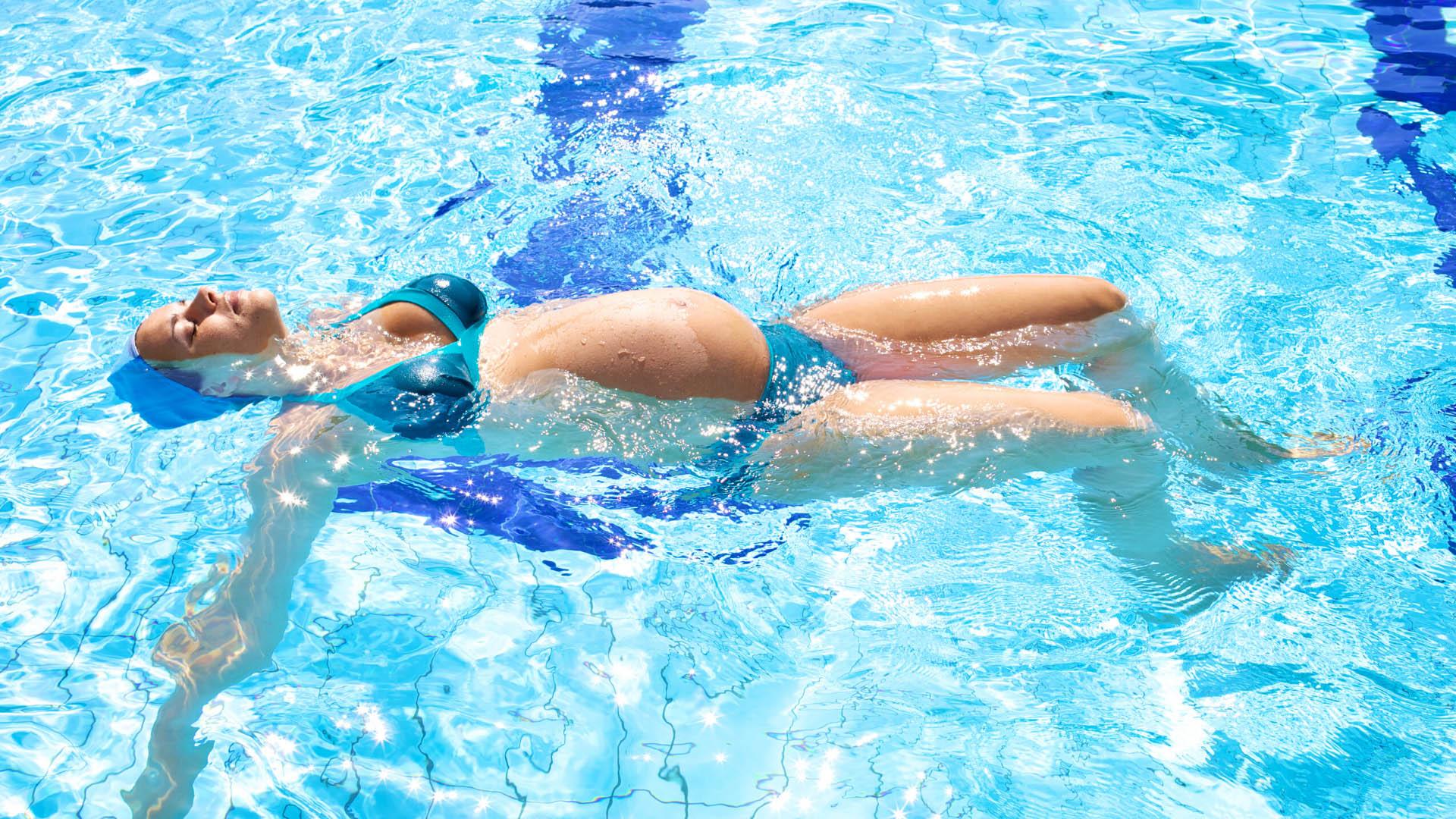 Consejos para practicar natación durante el embarazo